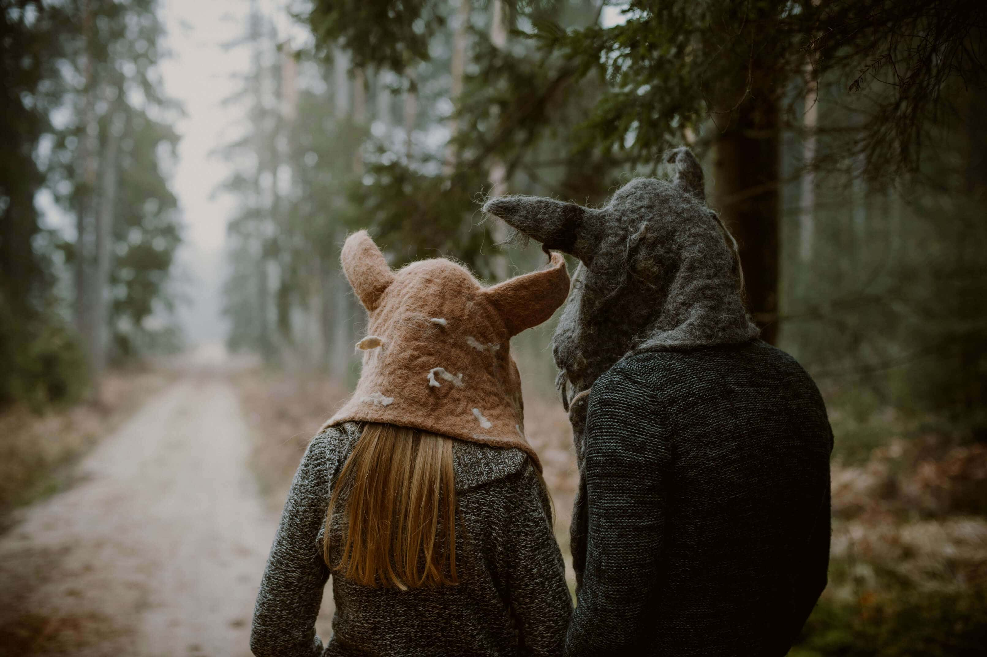 para w kapturach wilka i lisa