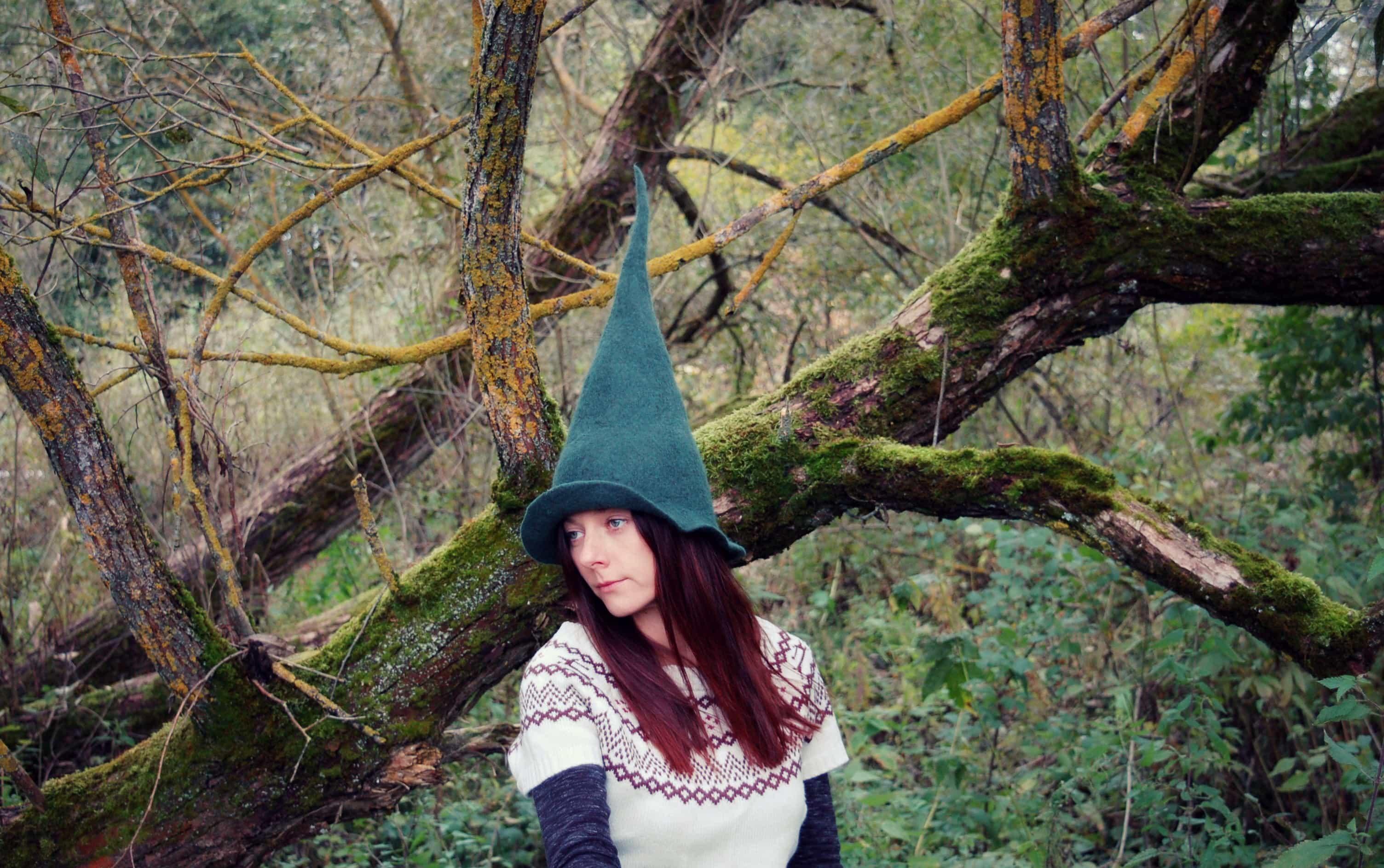 zielona czapka spiczasta