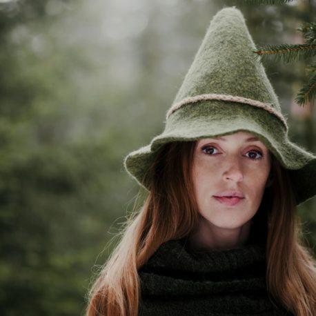 zielony kapelusz filcowy