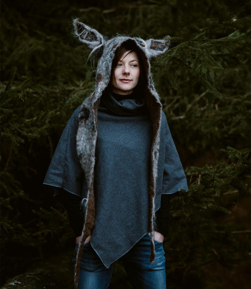 czapka z uszami wilka